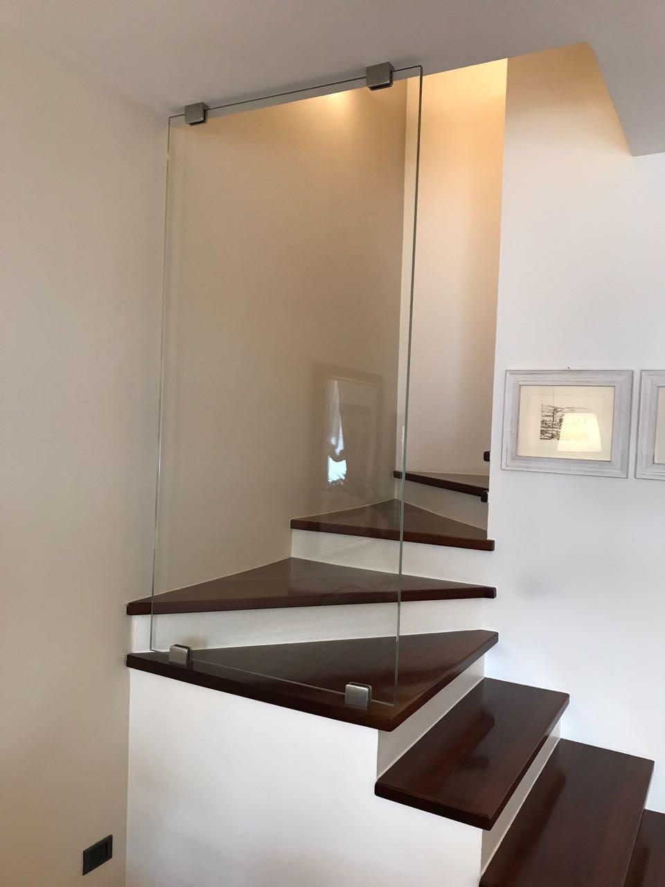 Scale e gradini in vetro vetreria bellomi la fabbrica di vetri su misura a verona - Specchi su misura verona ...